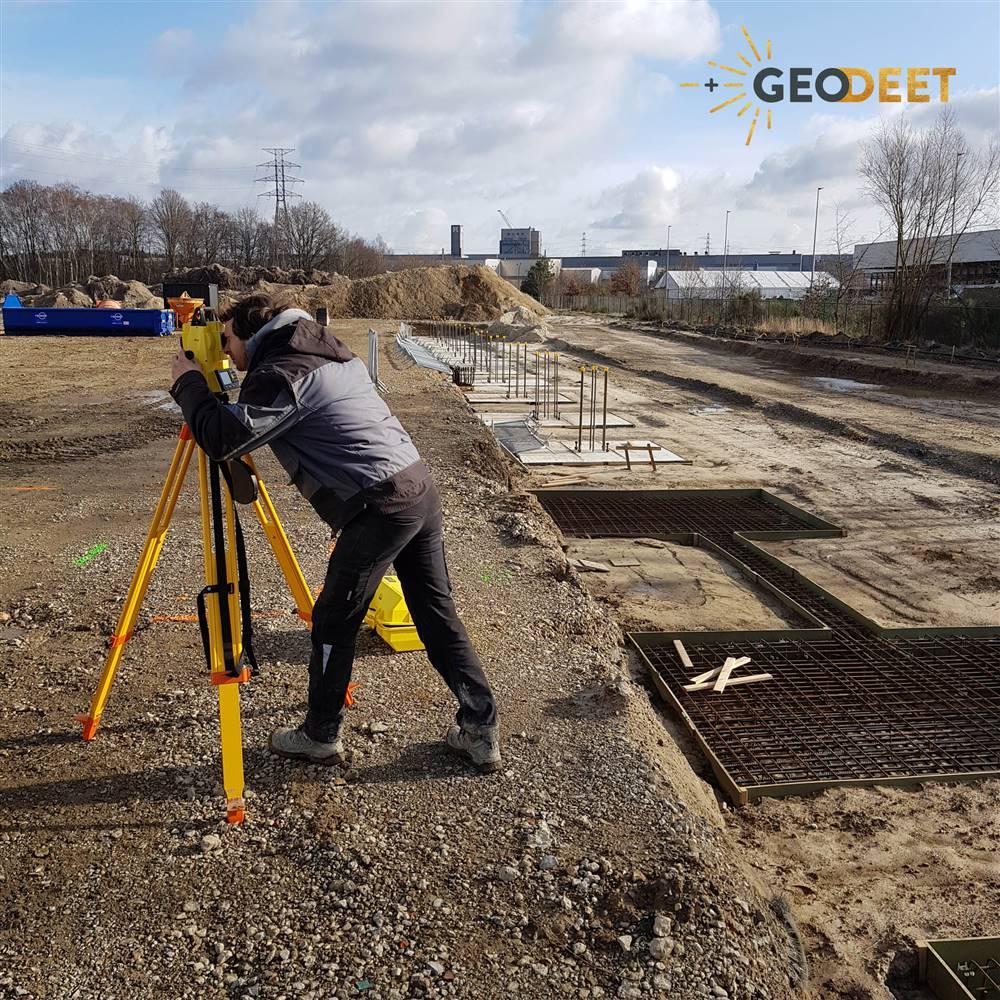 Ankers plaatsen industriebouw betonsokkel uitzetten positie kolommen bepalen assen controleren Leica iCON Builder of iCON robot totaalstation iCR70 3D meetexpert Geodeet